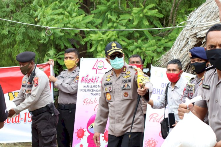 Kapolda NTT berikan paket sembako pada warga Dusun Kuanoah Desa Noelbaki Kupang Tengah