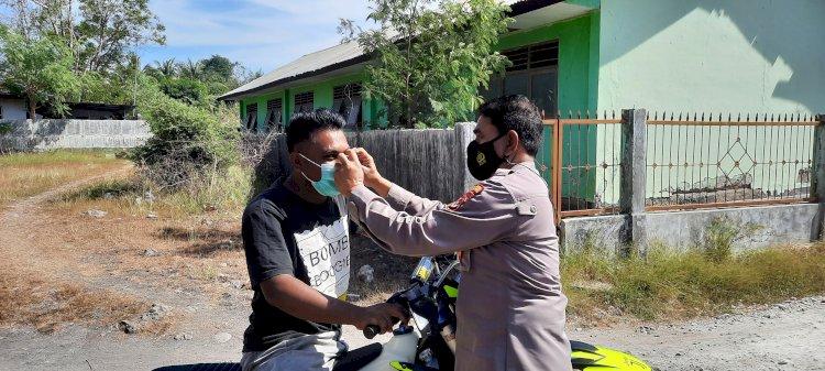 Cegah Penyebaran Covid- 19 Sat Binmas Polres Kupang Himbau Masyarakat Taati Prokes