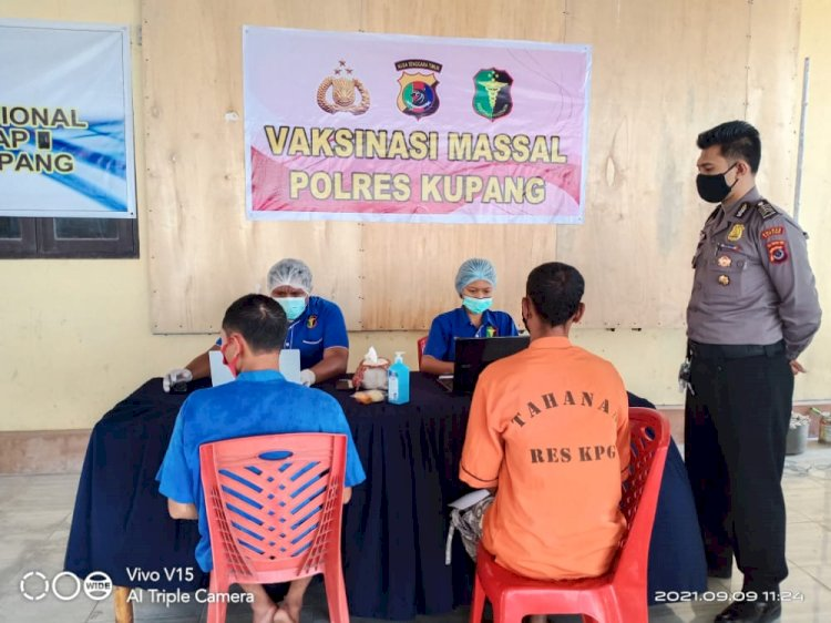 Kapolres Kupang, Berikan Layanan Vaksinasi Untuk Tahanan