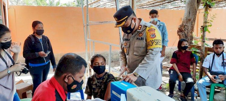 Capai Herd Immunity, Polres Kupang Datangi Sekolah Gelar Vaksin