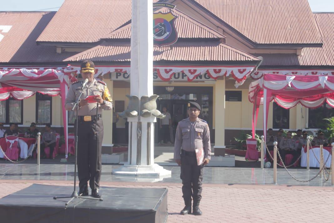 Kapolres kupang bacakan amanat kapolda Ntt saat gelar pasukan ops patuh 2019