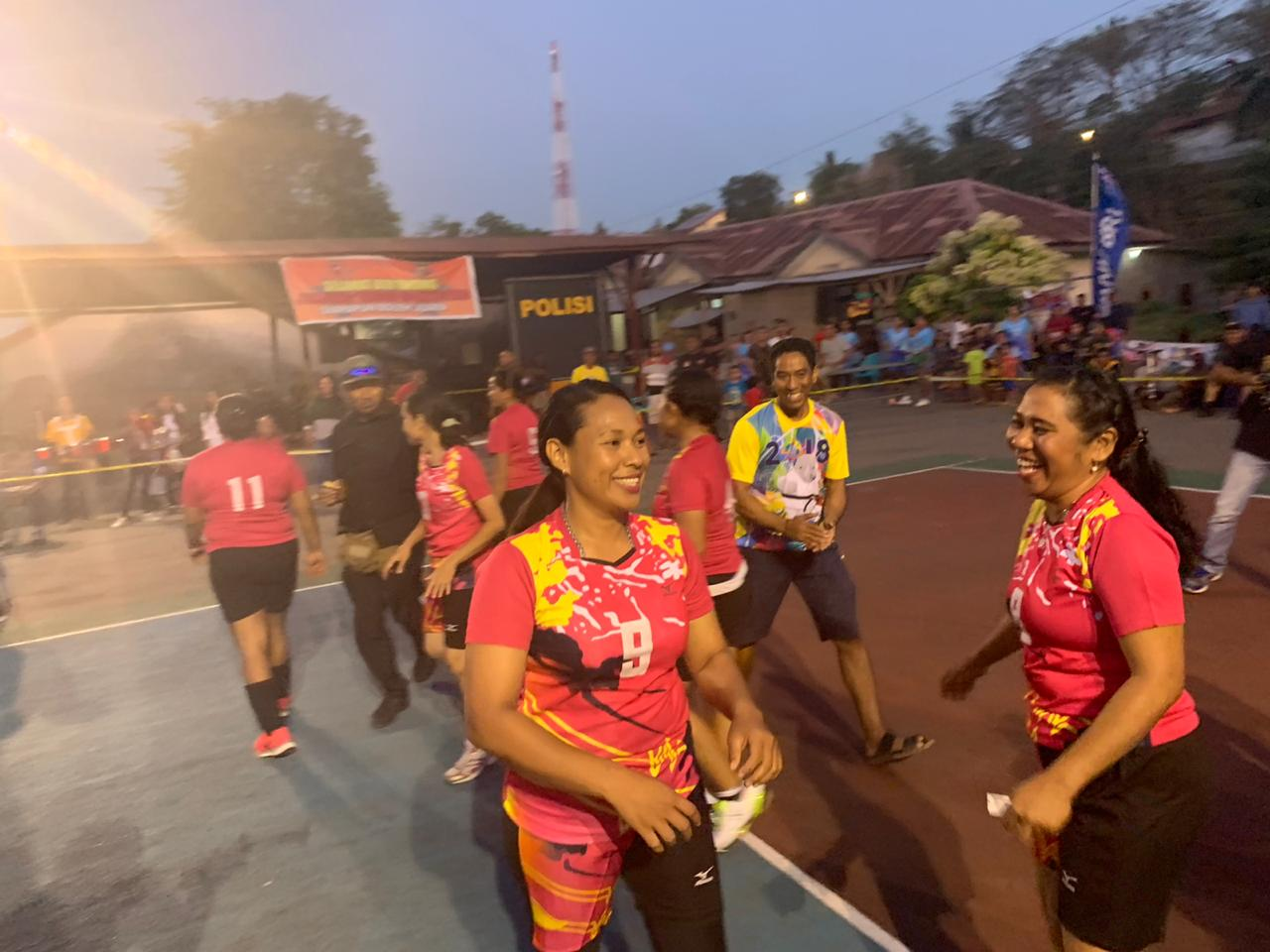 Tim bola voly bhayangkari Polres Kupang kalahkan tim bola voly Polwan