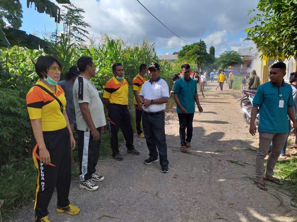 Kapolsek Kuteng, IPDA Elfidus K Feka,S.Sos, gelar jumat bersih bebas DBD bersama masyarakat