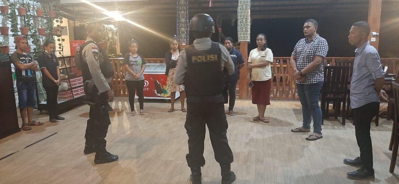 Patroli Sabhara imbau warga patuhi kebijakan pemerintah tangani corona